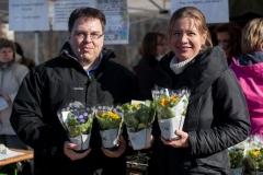 Nőnapi virágosztás Gazdagréten 2015.03.07.